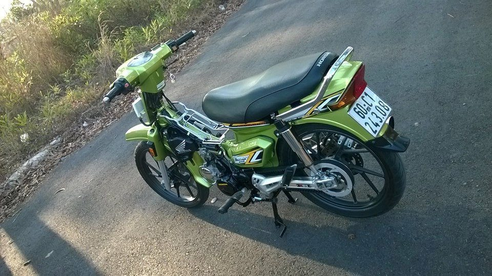 Honda Dream xanh Z1000 chay day curoa - 2