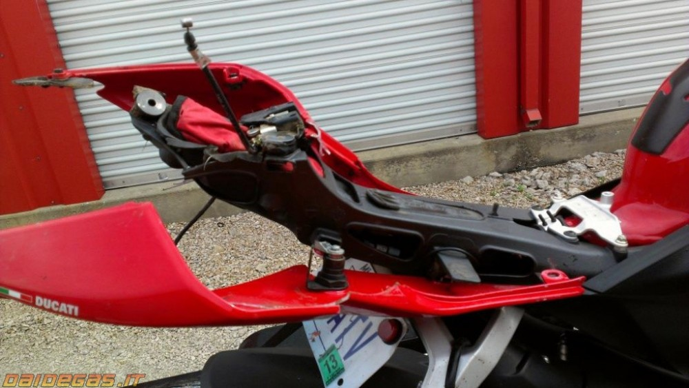 Can canh 1 vu rot nai Ducati 1199 Panigale - 3