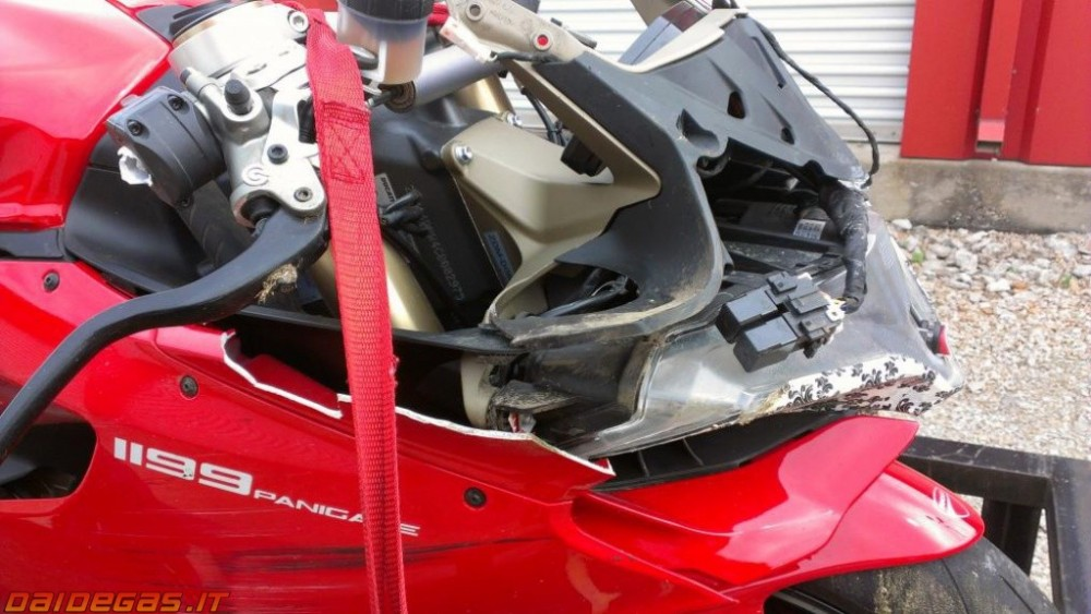 Can canh 1 vu rot nai Ducati 1199 Panigale - 5