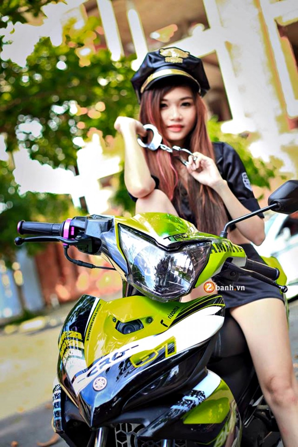 Exciter phien ban Green TRD Legendary do dang cung nu canh sat - 3