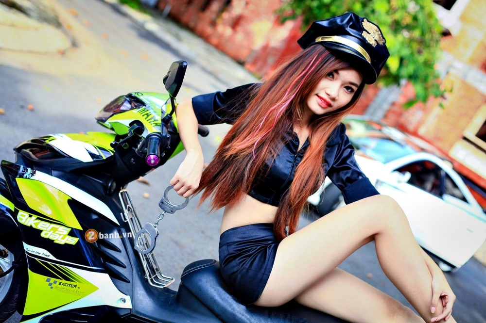 Exciter phien ban Green TRD Legendary do dang cung nu canh sat - 4