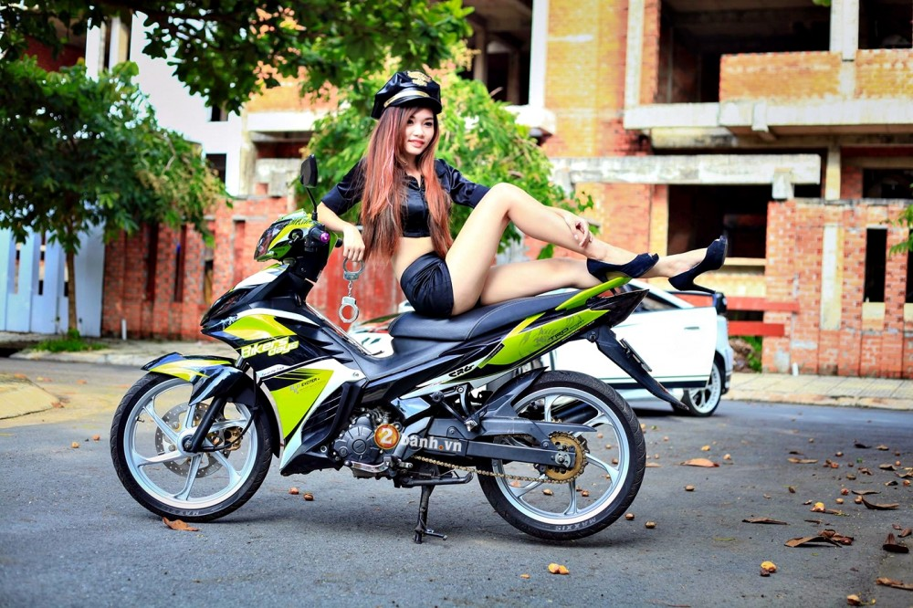 Exciter phien ban Green TRD Legendary do dang cung nu canh sat - 7