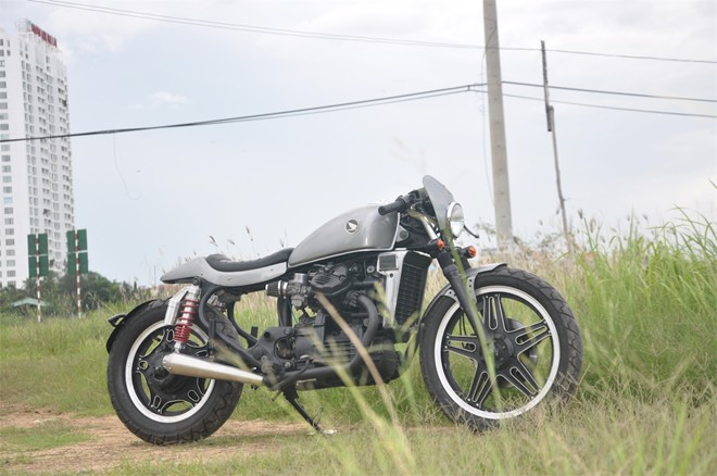 Honda GL400 cafe racer do chat den tung chi tiet tai Sai Gon