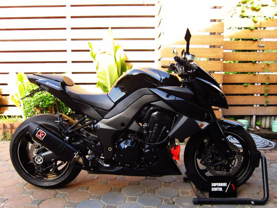 Kawasaki Z1000 black version