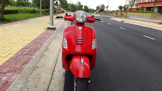 vespa Gts 125ie 3v mau do gia re ne