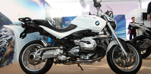 Can canh R1200R duoc trung bay tai BMW World Xpo 14