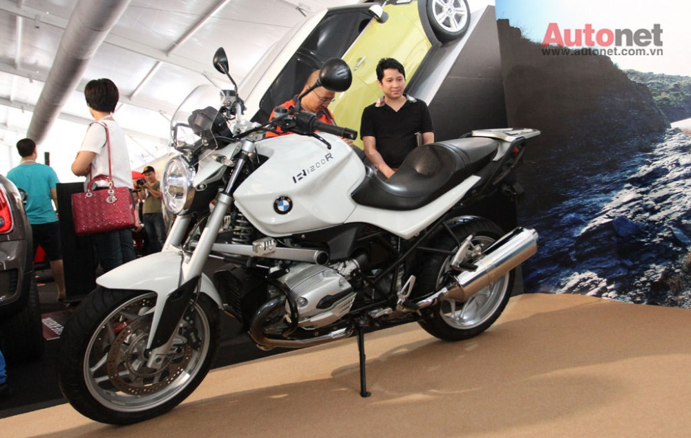 Can canh R1200R duoc trung bay tai BMW World Xpo 14 - 2