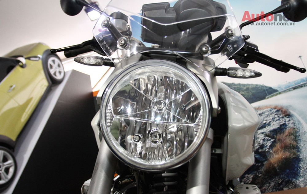 Can canh R1200R duoc trung bay tai BMW World Xpo 14 - 6