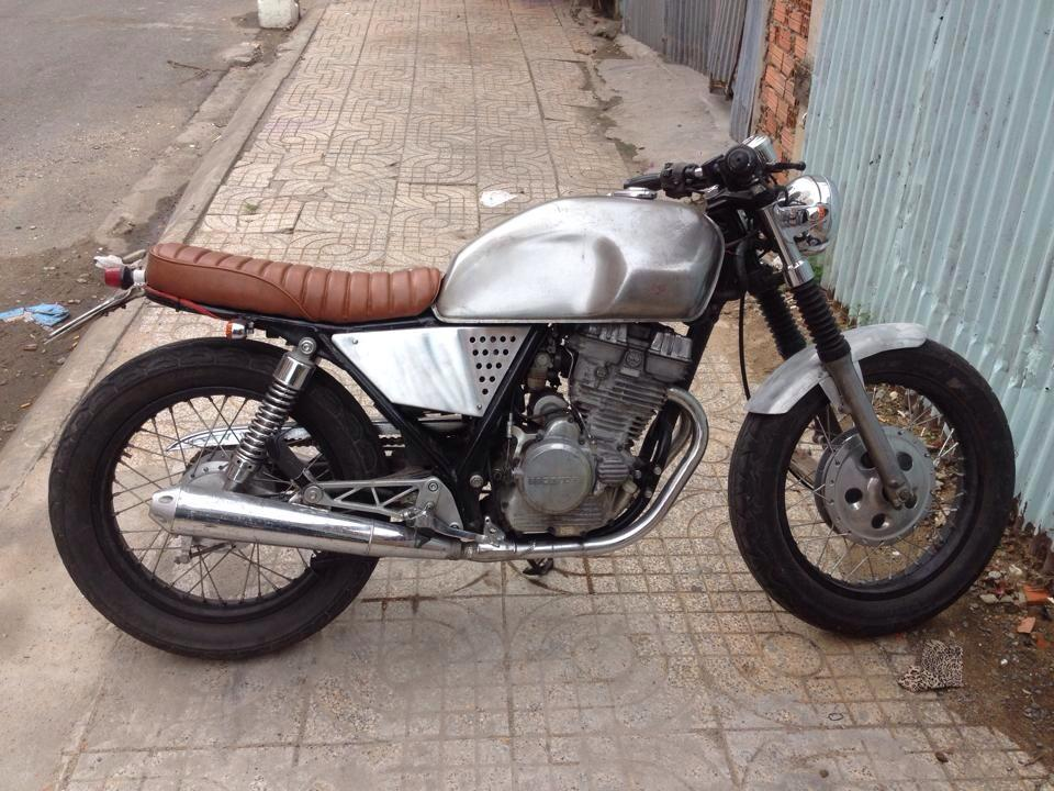 Chiec xe la Clubman date 8x don thanh cafe racer