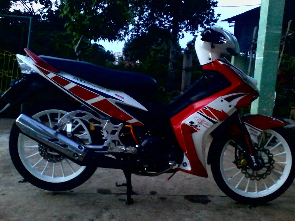 Exciter do phong cach racing co dien