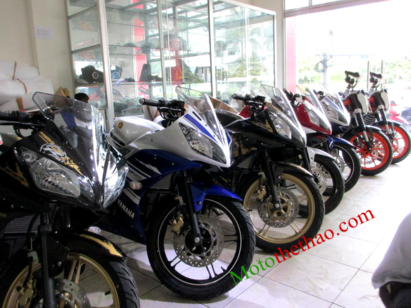 motothethao Yamaha R15 khui thung moi ve showroom
