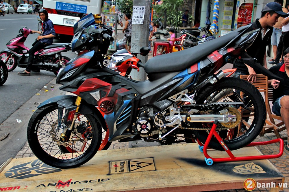 Optimus Prime hoa than tren Yamaha Exciter