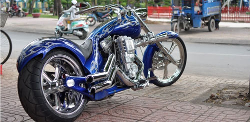 Sieu moto Big Dog Custom One voi dong co 2000cc tai Viet Nam