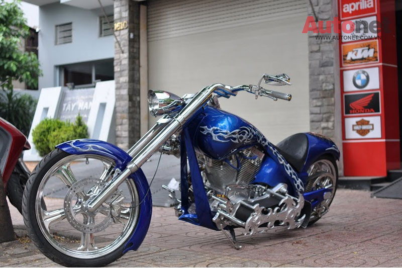 Sieu moto Big Dog Custom One voi dong co 2000cc tai Viet Nam - 2