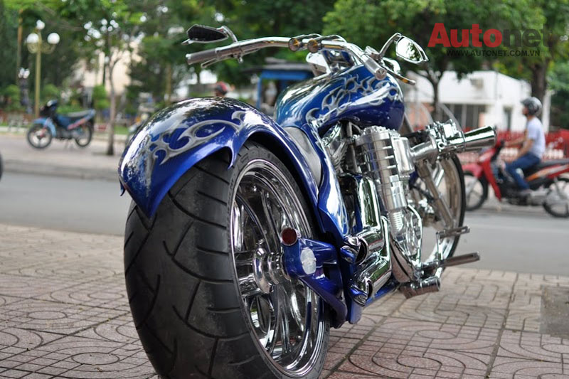 Sieu moto Big Dog Custom One voi dong co 2000cc tai Viet Nam - 4