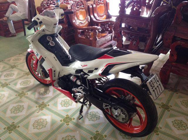 Yamaha Exciter do theo phong cach xe moto dua the thao - 3
