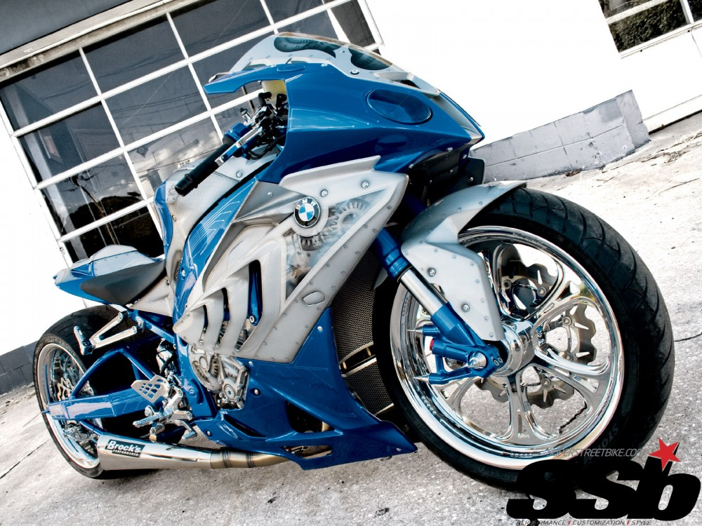 BMW S1000RR bien xanh day song