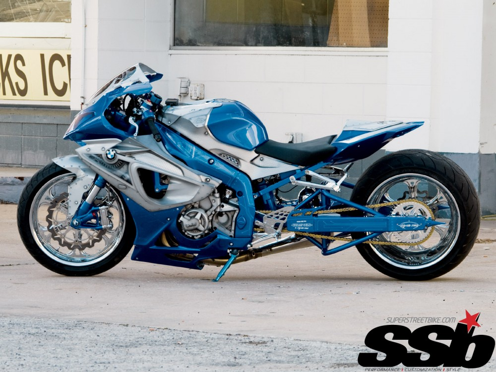 BMW S1000RR bien xanh day song - 7