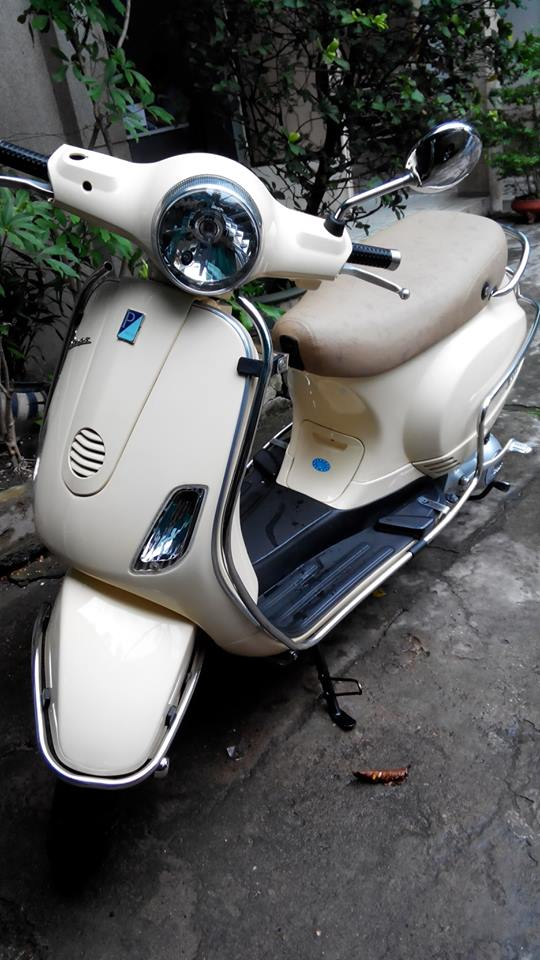 Can ban VESPA LX 125 khoa tu mau vang DK 52010 co hinh that