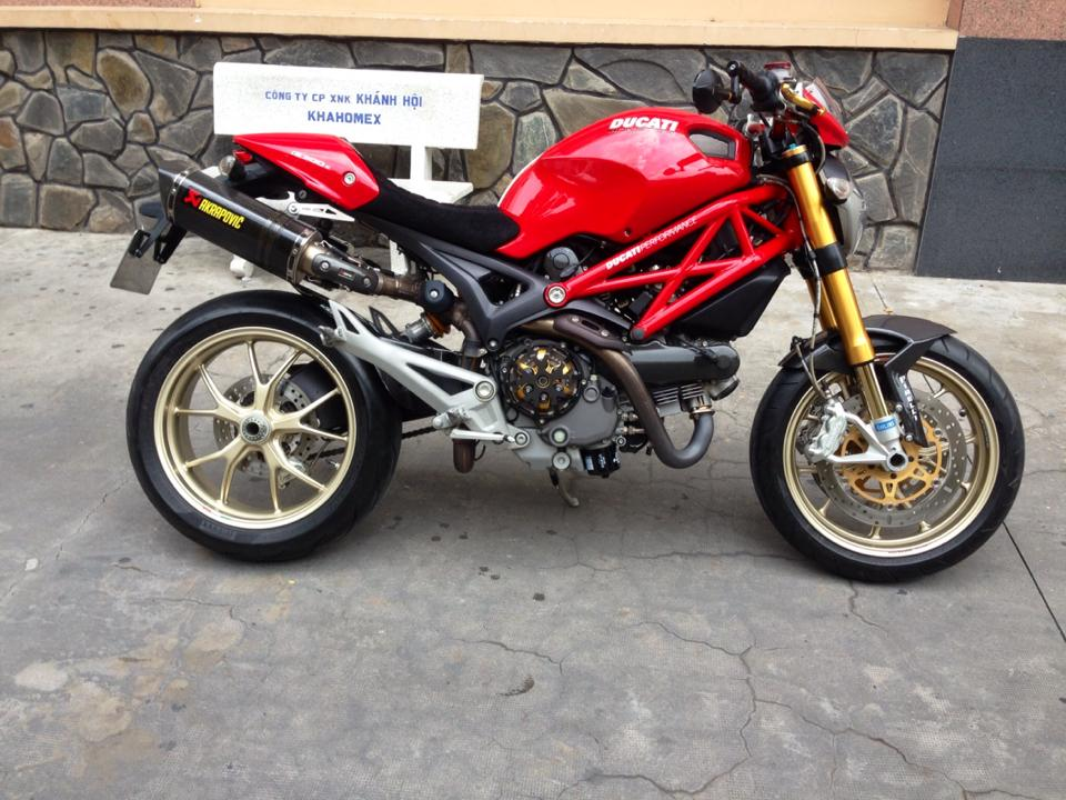 Ducati Monster 1100S ABS 2010 an tuong tren pho Viet