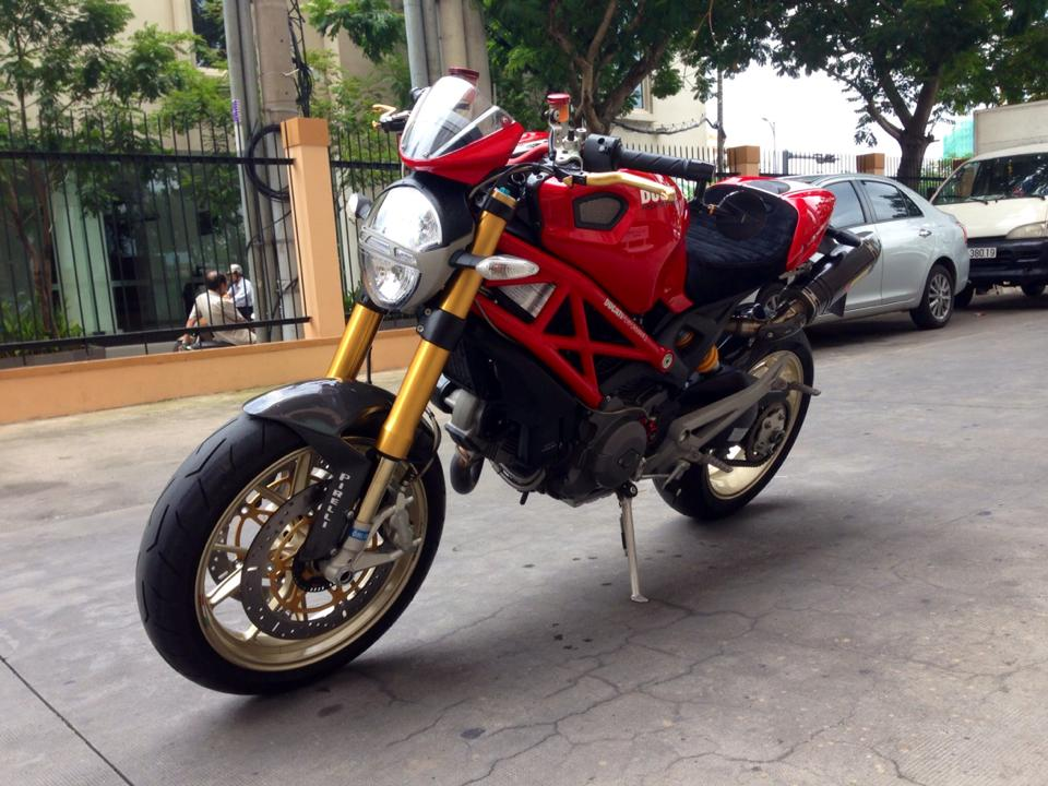 Ducati Monster 1100S ABS 2010 an tuong tren pho Viet - 11
