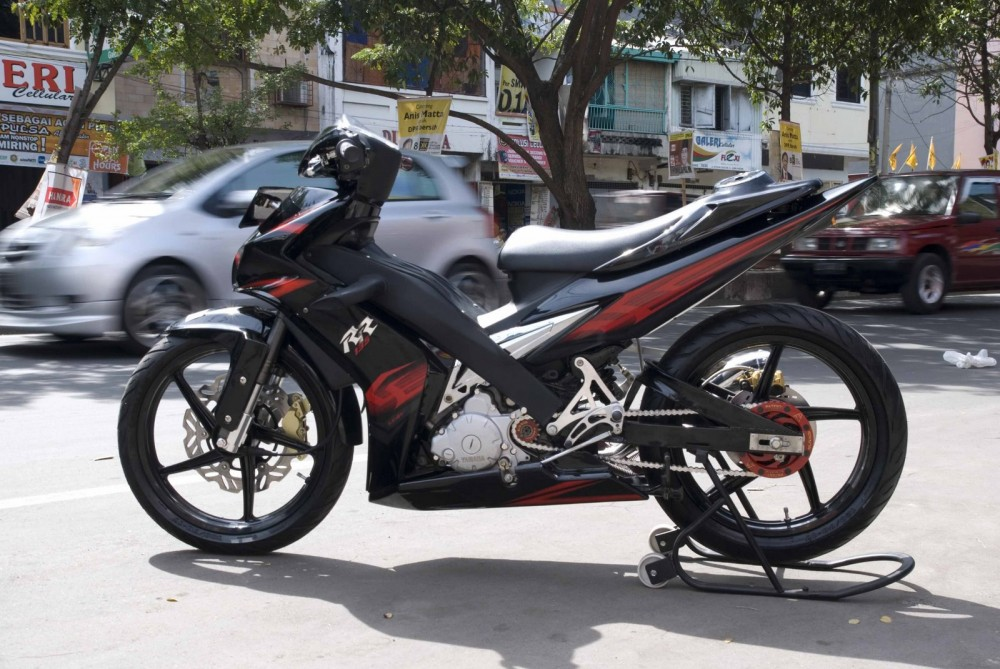 Exciter phong cach Sportbike ben Malai