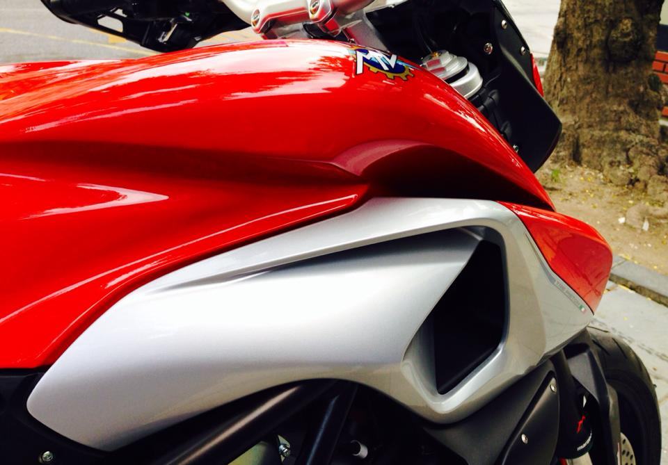MV Agusta Rivale 800 co the dat van toc toi da 245 kmh - 2
