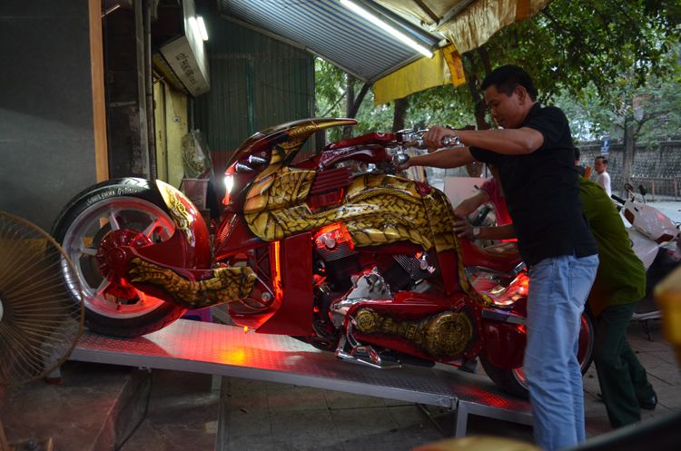 Can canh HarleyDavidson VRex Travertson do phien ban rong tai VN - 19