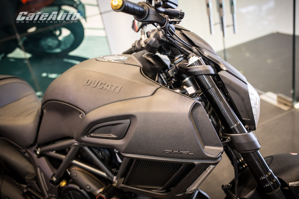 Can canh tung chi tiet Ducati Diavel 2015 tai Viet Nam - 8