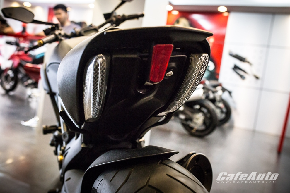 Can canh tung chi tiet Ducati Diavel 2015 tai Viet Nam - 11