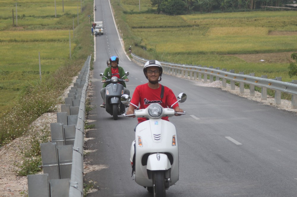 Chang 2 trong tour Vespa On The Road - 3
