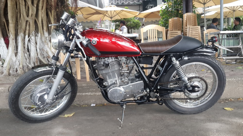 Qua chat cho mot em Yamaha SR400 do Full Cafe Racer