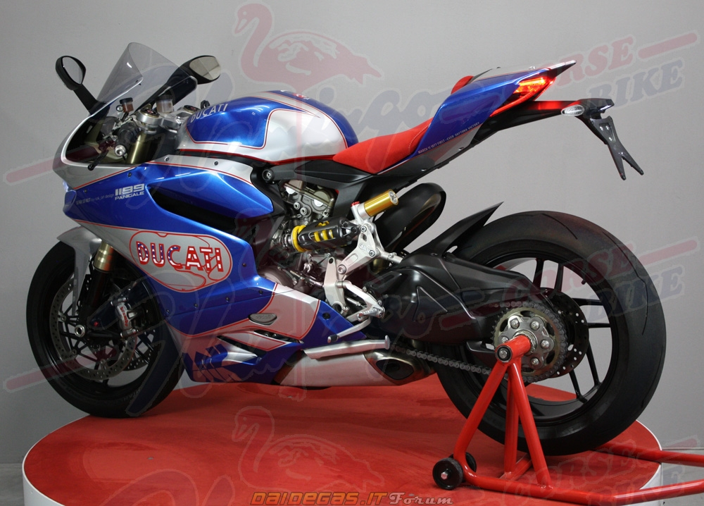 Hot voi body handmade cua Ducati 1199 - 2