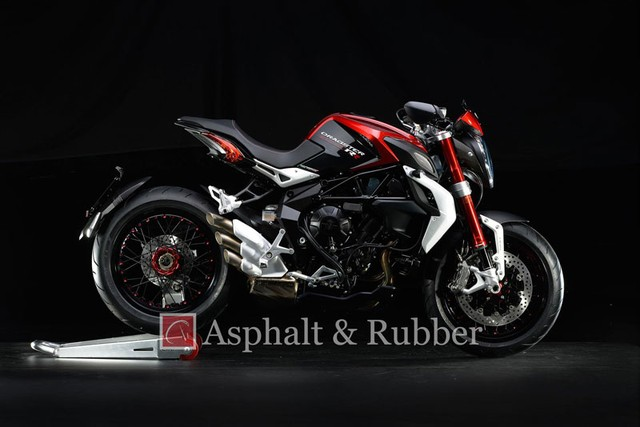 Lo anh MV Agusta Dragster RR hoan toan moi truoc ngay ra mat