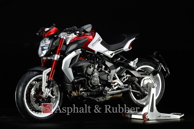 Lo anh MV Agusta Dragster RR hoan toan moi truoc ngay ra mat - 3