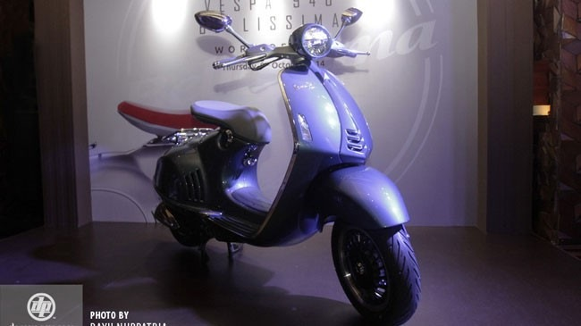 Vespa 946 Bellissima vua ra mat Indonesia voi gia re hon 70 trieu dong so voi VN