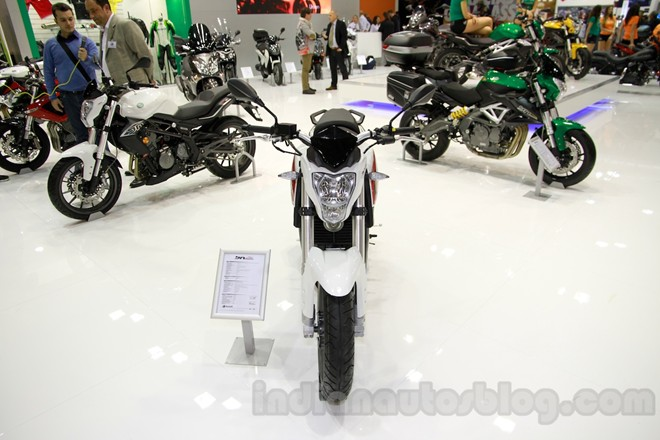 Can canh chiec nakedbike gia re Benelli BN251
