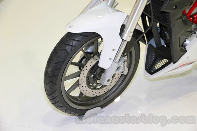 Can canh chiec nakedbike gia re Benelli BN251 - 7