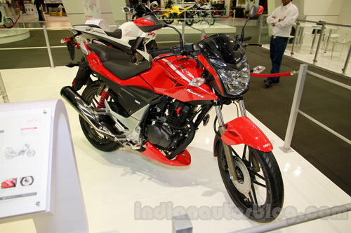 Hero Etreme Sport doi thu Yamaha Fz tai An Do