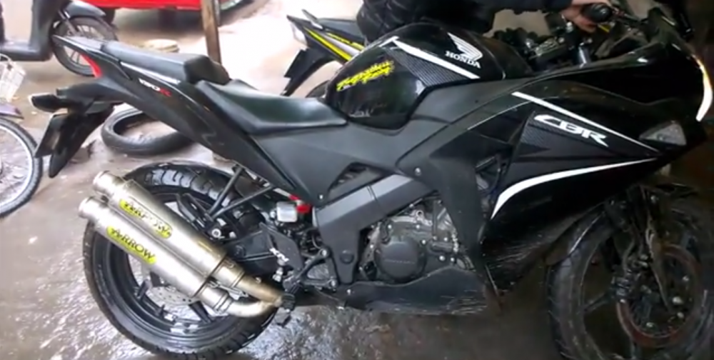 ClipHonda CBR 150 song tau Arrow
