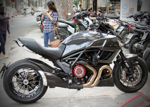 Ducati Diavel ban do full carbon cua Biker Viet Nam