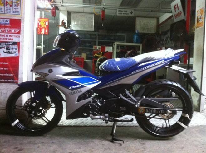 Exciter 150 2015 anh chan that tren duong pho Sai Gon