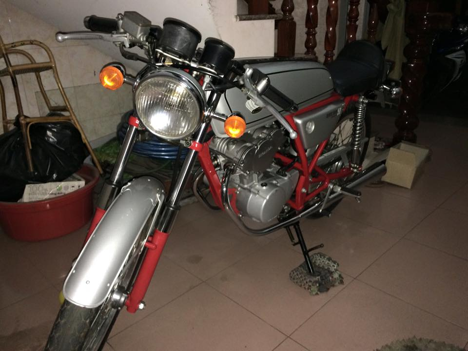 Honda Dream va cuc may chinh hang zin 147 kmh
