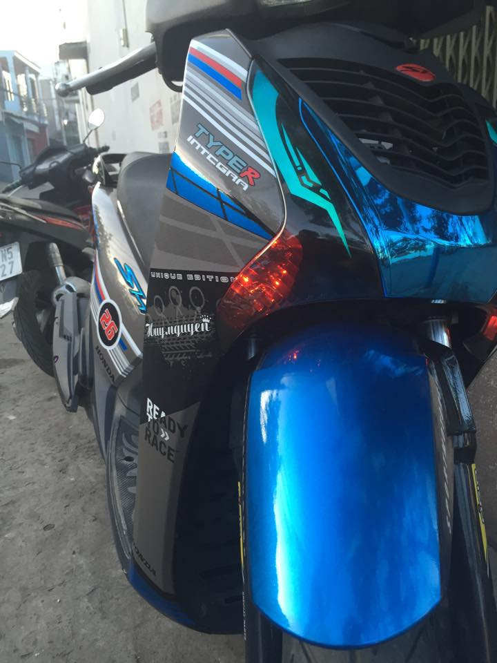 Honda SH do phien ban Ready to Race cua mot biker Sai Gon - 3