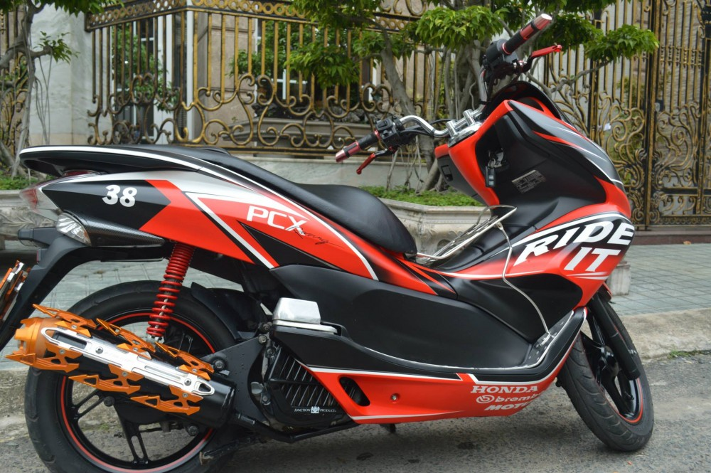 PCX do phien ban Ride It doc dao - 4