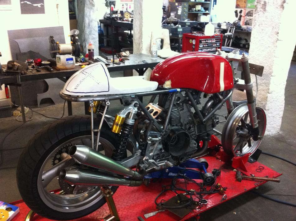 Can canh qua trinh do Riviera Ducati SS phong cach Cafe Racer - 10