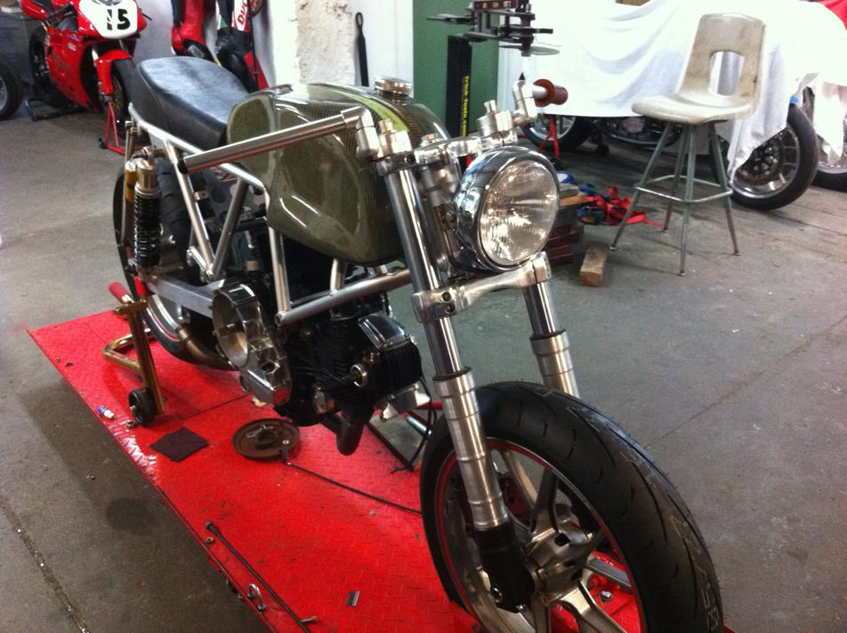 Can canh qua trinh do Riviera Ducati SS phong cach Cafe Racer - 13