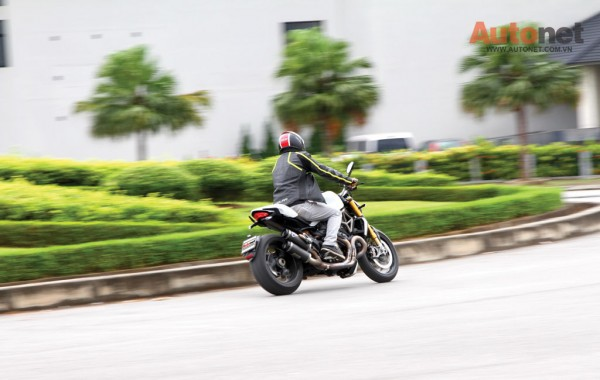 Ducati Monster 1200S Quy dau dan day suc manh - 7