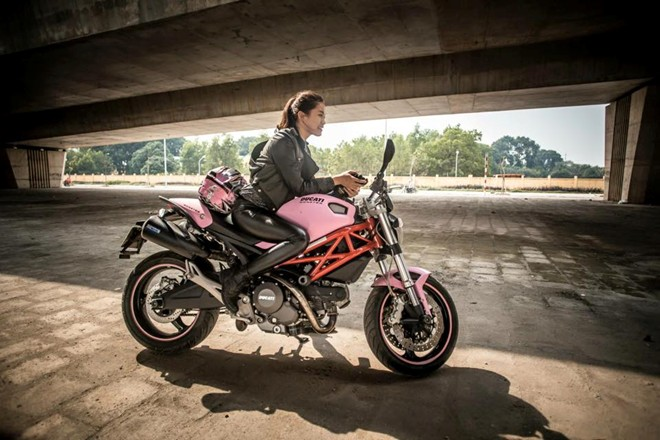 Ducati Monster 795 mau hong ben Biker nu Ha Noi