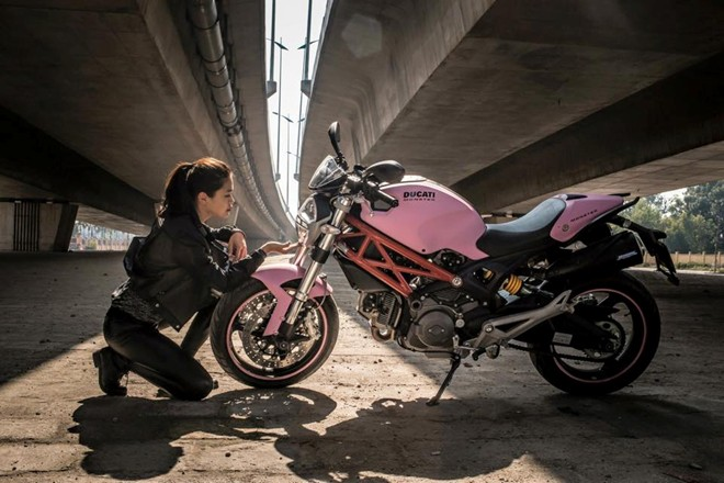 Ducati Monster 795 mau hong ben Biker nu Ha Noi - 2